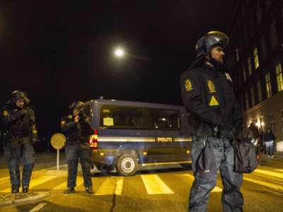 आतंकी हमलों के बाद कोपेनहेगन में तैनात पुलिस