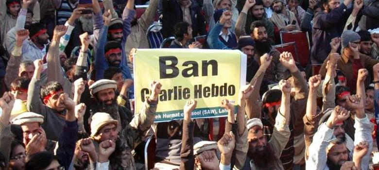 शार्ली एब्दो ने फिर विवादित कार्टून छापा, मुस्लिम और ईसाई संगठनों ने निंदा की