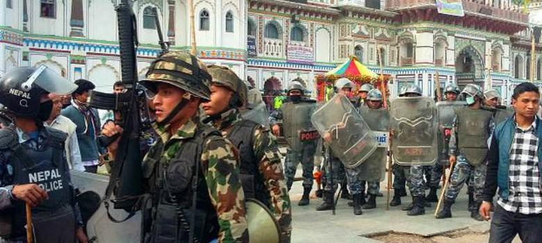 नेपाल में फिर हिंसा भड़की, पुलिस की फायरिंग में तीन मधेसियों की मौत