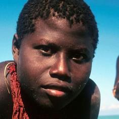 क्यों जारवा आदिवासियों को बचाने की कोशिश उन्हें मिटा सकती है