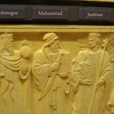न्याय के मंदिर में पैगंबर की मूर्ति!