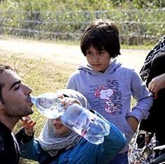 जिन्हें यूरोप की तरफ भागते शरणार्थियों से अरबों डॉलर की कमाई हो रही है